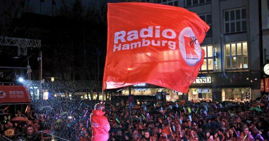 Radio Hamburg-Fans vor der Top827-Bühne (Bild: ©Radio Hamburg)