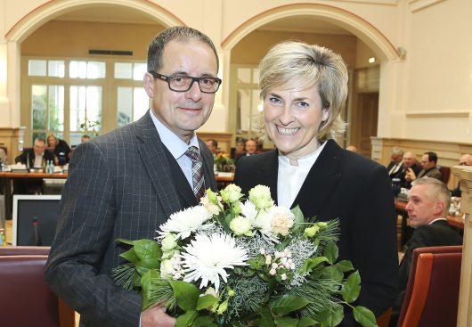 MDR-Intendantin Karola Wille wiedergewählt / im Bild: Prof. Karola Wille und Steffen Flath (Rundfunkratsvorsitzender). Bild: obs/MDR Mitteldeutscher Rundfunk/MDR/Daniela Höhn