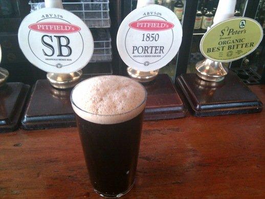 Bier in einem englischen Pub (Foto © James Cridland)