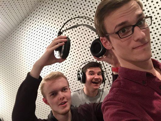 Spaß bei der Produktion: Christopher Deppe, Oskar Vitlif und Hendrik Frost (v.l.n.r.)
