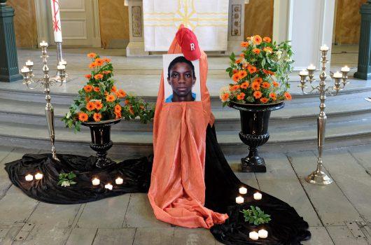 Trauerfeier für Florent Bilal in der evangelischen Kirche St. Pauli. (Bild: ©NDR/Imago/epd/Stephan Wallocha)