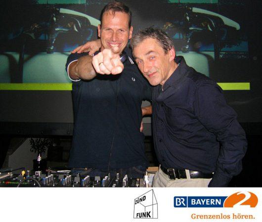 """Die Zündfunk-Moderatoren Achim """"60"""" Bogdahn (links) und Roderich Fabian bei einer Zündfunk-Party (Bild: BR)"""