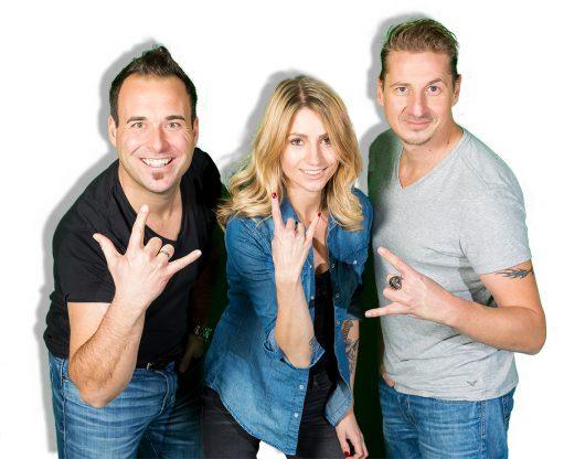 """Die Morgenmoderatoren der """"King Gong Show"""", Martin, Sabrina und Guido (v.l.n.r.), suchen einen Stimme für ihre Radiojingles. (Bild: Gong971.de)"""