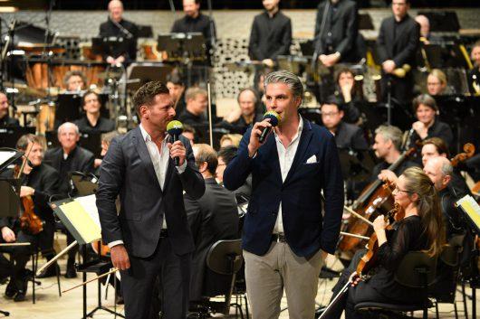 Andreas Kuhlage und Jens Hardeland in der Elbphilharmonie (Bild: ©NDR)