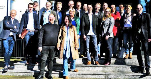 Gruppenbild mit PD: Thomas Rump, Programmdirektor radio NRW (obere Reihe 3. von links), war Gast der VdC-Mitgliederversammlung 27. März 2017 in Unna (Bild: ©VdC)