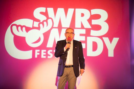 Thomas Jung eröffnet SWR3 Comedy Festival (Bild: obs/SWR - Südwestrundfunk/Niko Neithardt)