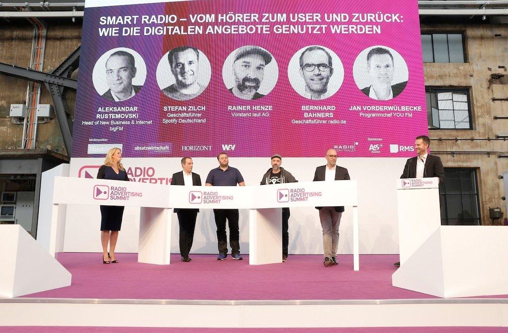 Barbara Schöneberger, Aleksandar Rustemovski (bigFM), Stefan Zilch (Spotify), Rainer Henze (Laut AG), Bernhard Bahners (radio.de), Jan Vorderwülbecke (YOU.FM)