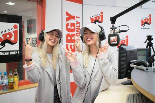 Lisa und Lena im ENERGY-Studio (Bild: ©ENERGY)