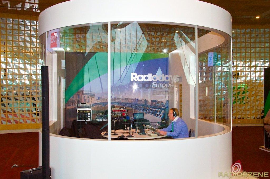 Das gläserne Studio auf den Radiodays Europe 2014