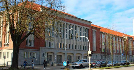Gebäude des Landgerichts Rostock (Bild: mv-justiz.de)