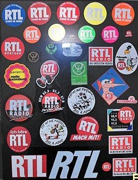RTL-Aufkleber-Wand (Bild: @RADIOSZENE/Ulrich Köring)
