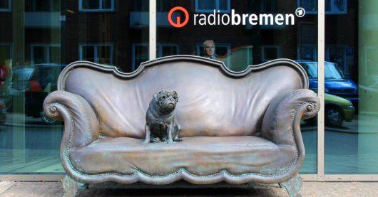 Mops am Funkhaus (Bild: Radio Bremen / Martin von Minden)
