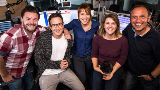 Moderatoren-Team auf NDR 1 Welle Nord (v.l.): Pascal Hillgruber, Horst Hoof, Mandy Schmidt, Maja Herzbach, Jan Bastick.