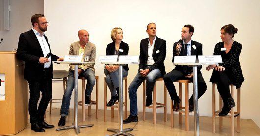 Moderator Thorsten Kabitz, Christoph Lemmer, Simone Jost- Westendorf, Carsten Baera, Timo Fratz, Kathrin Staiger beim Medientreff NRW 2017 (Bild: ©Sascha Fobbe)