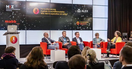 Bernhard Bahners (radio.net), Stefan Westphal (MIZ Babelsberg), Gert Zimmer (RTL Radio Deutschland), Dr. Nicola Balkenhol (Deutschlandradio) und Sonja Koppitz (radioeins) (Bild: D. Marschalsky)
