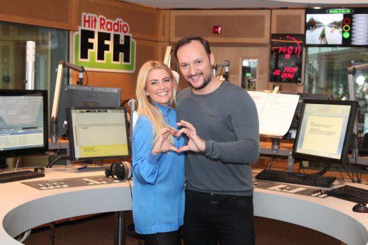 Love is On Air: RTL-Moderatorin Jenny Knäble und FFH-Moderator Felix Moese heiraten (Bild: FFH)