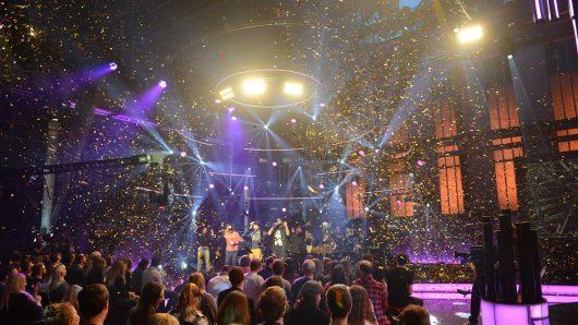 Konfetti über der 1LIVE Krone Show-Bühne (Bild: ©1LIVE / Alyssa Meister)