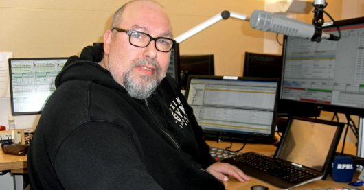 Moderator Bob Murawka im RPR 1-Studio (BIld: Hendrik Leuker)