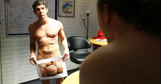 Working Naked Day: Radio Regenbogen Moderatoren moderieren nackt (Bild: ©Radio Regenbogen)