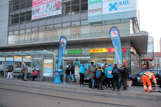 Die erste beheizte Radio Brocken Haltestelle in Magdeburg (Bild: ©Radio Brocken)