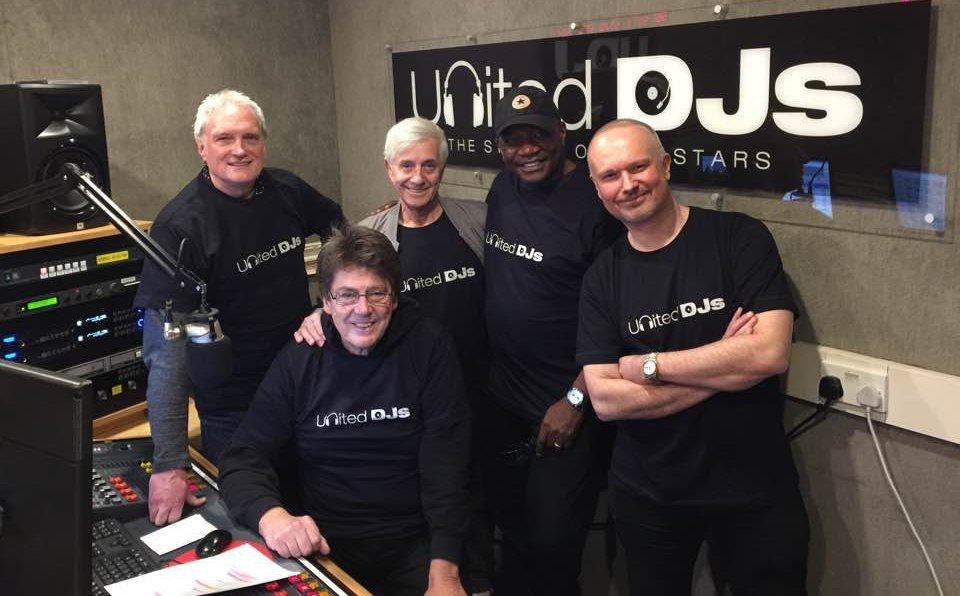 Peter Antony, Mike Read, Tony Prince, Dixie Peach und Shaun Tilley im Studio von UNITED DJ RADIO