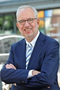 Hans-Dieter Hillmoth (65), Geschäftsführer und Gründungs-Programmdirektor der Radio/Tele FFH, geht Mitte 2019 in den Ruhestand.