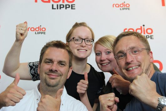 Die Vier von hier freuen sich riesig über die Rekordquote: v.l.n.r. Tim Schmutzler, Pia Wagner, Mara Wedertz und Matthias Lehmann. (Bild: ©Radio Lippe)