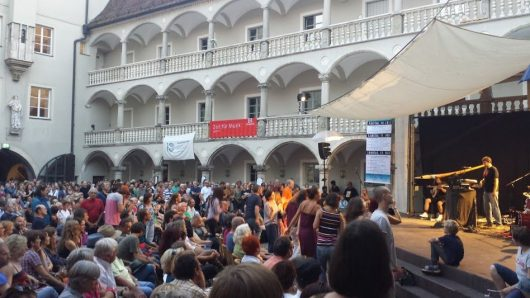 JAZZ in der ARD: Regensburg Jazz mit Didgeridoo im Thon-Dittmer-Hof (Bild: BR/Spiegel)