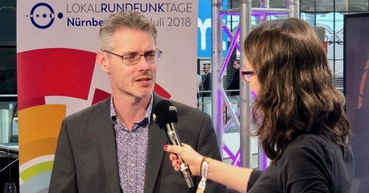James Cridland im Interview mit m 94.5 über Multiplattform-Radio auf den Lokalrundfunktagen Nürnberg 2018 (Bild:© RADIOSZENE/Ulrich Köring)