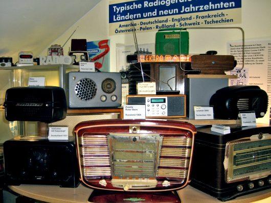 Radios aus vielen Ländern (Bild: ©Hendrik Leuker)