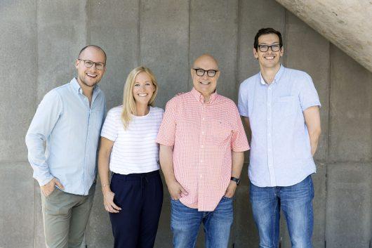 """Das Team von """"hr1 Koschwitz am Morgen"""": (v.l.n.r.) David Ahlf, Simone Reuthal, Thomas Koschwitz und Bastian Korff (Bild: HR/Andreas Frommknecht)"""