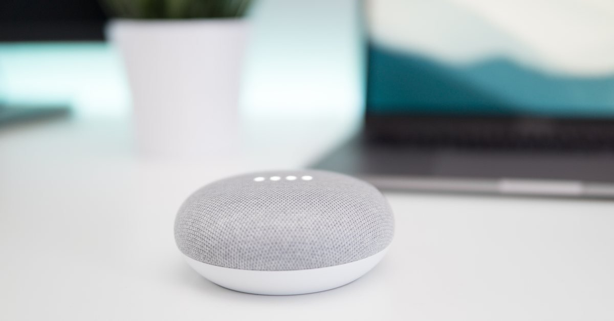 Google Home Mini (Bild: ©Kevin Bhagat/unsplash)