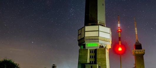 Der Sender Großer Feldberg bei Nacht (Bild © Stefan Pollet)