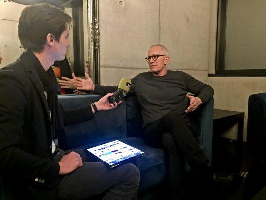 Playlist-Manager Hannes Opferkuch mit Hollywood-Komponist James Newton Howard (Bild: ©Klassik Radio)