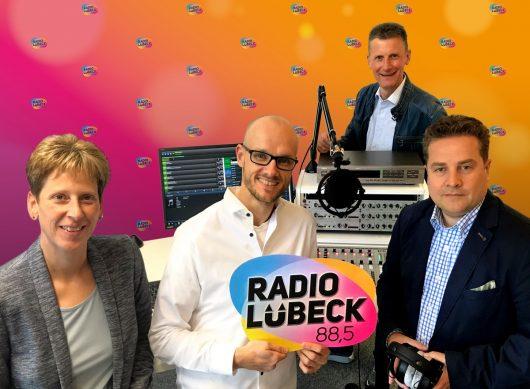 Britt Jacobsen, Programmdirektor Christian Panck, Fred Dohmen, Matthias Hawerkamp(Bild: ©Radio Lübeck)