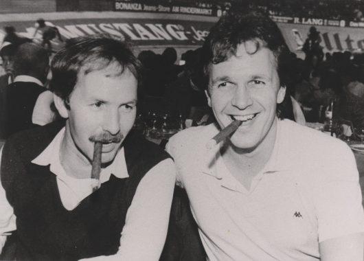 Jürgen Herrmann und Fritz Egner in der AZ Ehrengast Loge beim Münchner 6-Tage Rennen, 1980er Jahre (Bild: BR/privat)