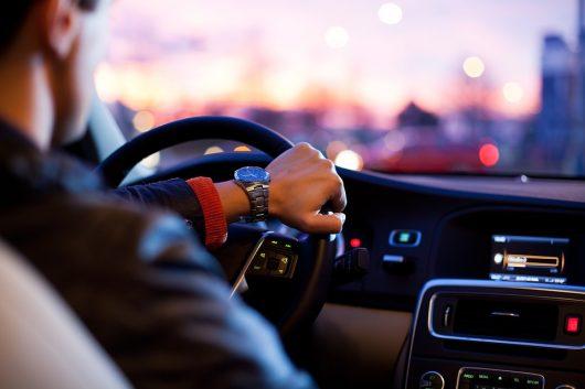 Viele Deutsche hören Radio täglich im Auto. (Bild: ©Pixabay)