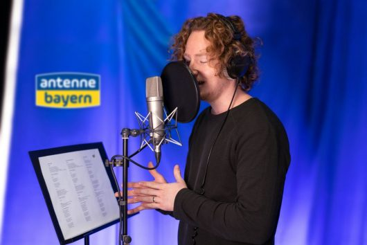 Michael Schulte singt den ANTENNE BAYERN Weihnachtssong (Bild: ©ANTENNE BAYERN)