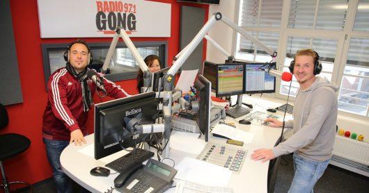 """Seit 10 Jahren moderieren Martin Siegordner (links) und Guido Seibelt morgens die """"King-Gong-Show""""."""