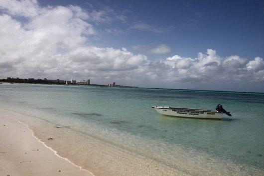 Auch der Sandstrand von Aruba verspricht einen traumhaft schönen Strandurlaub. (BILD: pixabay.com © DF7ZS /CC0 Public Domain)