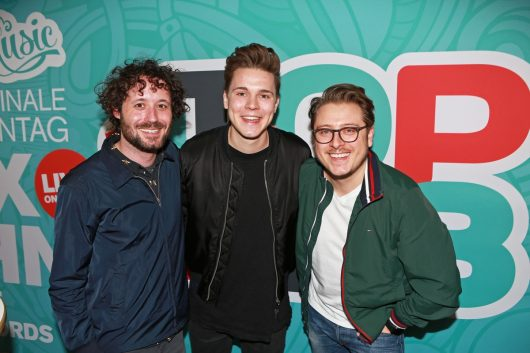Felix Jaehn mit Andre Kuhnert und Tim Gafron (Bild: Radio Hamburg