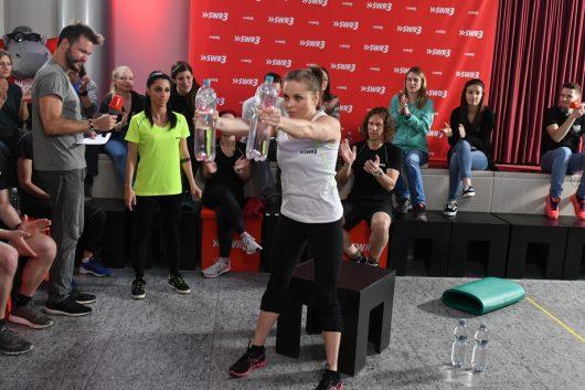SWR 3 Fitness Duell Regina Halmich-Kniebeugen (Bild: ©SWR3 /Stephanie Schweigert)