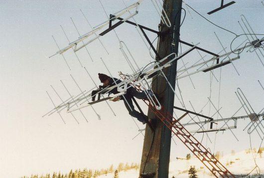 Antennenmontage am 10 Meter hohen Skiliftmast (Bild: ©Jürgen von Wedel)