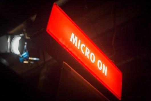 Micro on: Fritz-Studio in Berlin Kreuzberg (Bild: ©rbb/Claudius Pflug