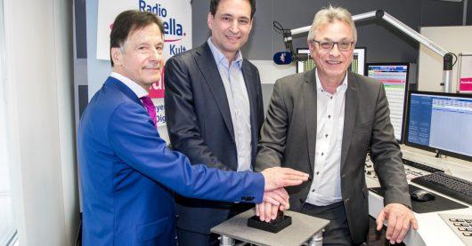 Roland Schindzielorz (GF Radio Arabella), Georg Eisenreich (Staatsminister der Justiz), Siegfried Schneider (Präsident BLM) (Bild: ©Radio Arabella)