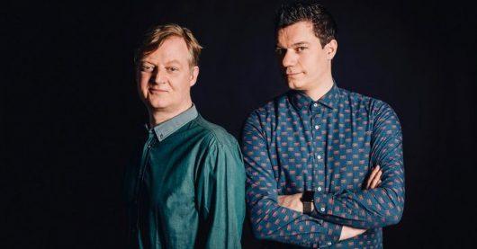 Alle zwei Wochen dienstags bringen die renommierten ARD-Digital-Experten Dennis Horn (r) und Jörg Schieb (l) in COSMO TECH ihren eigenen Blick auf die Themen ein, immer kontrovers und informativ. (Bild: © WDR/Annika Fußwinkel)
