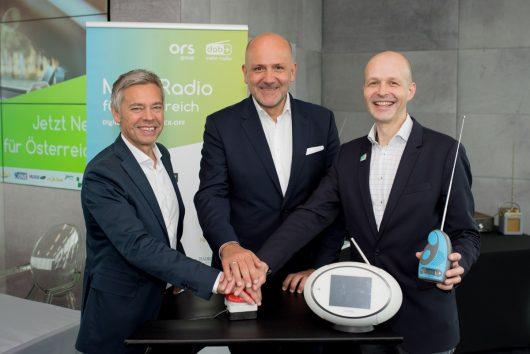 Michael Wagenhofer (GF ORS Group), Wolfgang Struber (Vorsitzender Digitalradio Österreich), Matthias Gerwinat (GF Digitalradio Österreich) (Bild: ©Digitalradio Österreich)