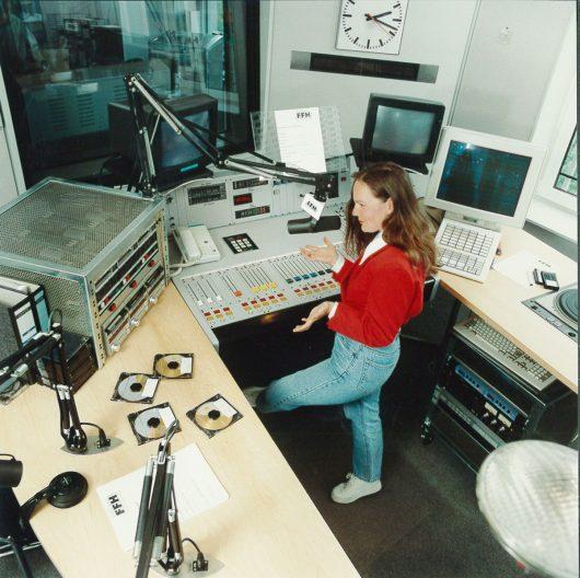 Silvia Stenger im alten FFH-Studio (Bild: ©FFH)
