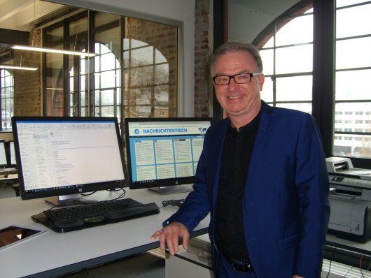 Chefredakteur Georg Rose an seinem digitalen Arbeitsplatz (Bild: ©Hendrik Leuker)