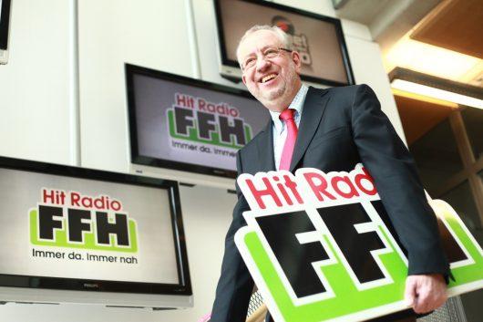 Hans-Dieter Hillmoth mit neuem Logo und Claim (Bild: ©FFH)